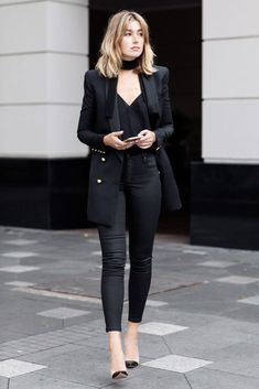 Black skinny pants, Stylish outfits for women, Stylish outfits for fall, Stylish outfits for winter, Stylish outfits for autumn, Comfy stylish outfits #fashion #outfits #womenswear #outfitoftheday