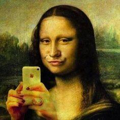 Leonardo da Vinci, La Gioconda. La Monna Lisa dipinta da Leonardo tra il 1503 e il 1514 è senz'altro il quadro più citato della storia: dalla versione baffuta realizzata, per provocazione, nel 1919 dall'artista Marcel Duchamp, alla Gioconda con la permanente vista nella pubblicità, fino alla versione selfie...