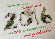 Een liefdevol, mooi, gezond & gelukkig 2016! Takjes, besjes en dennenappels vormen het nieuwe jaar.  Design: Creagaat. Te vinden op: www.kaartje2go.nl