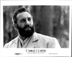 GERARD DEPARDIEU como Auguste Rodin en La pasión de Camille Claudel(Camille Claudel,Bruno Nuytten,1988). Isabelle Adjani es la verdadera protagonista del filme. Hoy se celebra el 172º aniversario del escultor.