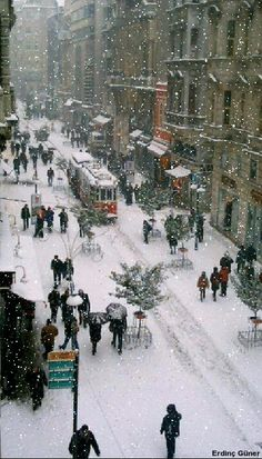 Winter in istanbul – – Winterbilder Winter Szenen, I Love Winter, Winter Christmas, Merry Christmas, White Christmas Snow, Christmas In The City, Winter Walk, Christmas Decor, Christmas Wreaths