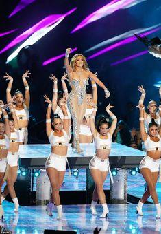 Super Bowl Jennifer Lopez pole dances in epic half-time show Jennifer Lopez, Alexander Rodriguez, Super Bowl, Little Mix Perrie Edwards, Latin Girls, Blue Ivy, Stage Outfits, Female Singers, Shakira