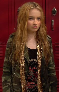 Maya's studded camo jacket and gold sequin scarf on Girl Meets World Boys New Fashion, Boys Fashion Dress, Preteen Fashion, Fashion Tv, Toddler Fashion, Fashion Clothes, Tv Show Outfits, Band Outfits, Kids Outfits