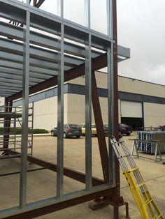 Estructura de acero Steel Frame House, Steel House, Steel Framing, Baghdad Iraq, Steel Buildings, Metal Homes, Industrial House, Modular Homes, House Roof