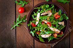 Insalata di pollo, la ricetta per prepararla in modo veloce e senza sprecare nulla