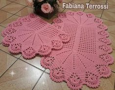 Tapete de banheiro Beautiful Crochet, Candy Colors, Doilies, Mother Of The Bride, Diy And Crafts, Shabby, Crochet Hats, Blanket, Table Runners