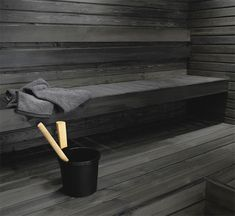 We love dark shades too. Modern Bathroom Decor, Bathroom Spa, Saunas, Design Sauna, Outdoor Sauna, Finnish Sauna, Sauna Room, Spa Rooms, Infrared Sauna