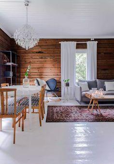 Summer House Interiors, Ski Lodge Decor, White Cabin, Cottage Living Rooms, Interior Decorating, Interior Design, Living Room Inspiration, House In The Woods, Log Homes