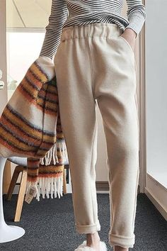 The casual high-waist pure color woolen hallen pants with pocket is a good choice of fashion and you will love it. Chiffon Pants, Straight Trousers, Latest Fashion Design, Elastic Waist Pants, Colored Pants, Pants For Women, Jeans Women, Pants Outfit, Casual Dresses