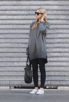 This oversized 'boyfriend' sweatshirt looks great with skinny black jeans and sneakers. Via Pavlína Jágrová.Sweatshirt: H&M, Jeans: Lindex, Shoes: Vans, Bag/Sunglasses: Celine.