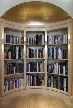 Curved Built-in Library with gold leaf half moon ceiling - Tim Gosling Fitted library / - Gosling Limited, London