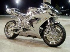 Chrome Yamaha R1 sod being the one who has to polish it, nice though