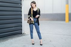 embroidered, style, street style, street fashion, ootd, look, style, inspiration, bloger, fashionist, stylist, mom jeans, jeans, black heels, heels, velvet top