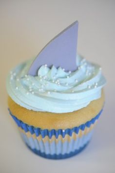Shark Cupcakes. Great for a sea theme Party! @Abby Decker Christine Meredith lets do these for the party
