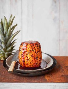 Try our baked pineapple recipe with caramel sauce. This pineapple recipe with caramel is a fresh pineapple dessert recipe. Try our pineapple pudding recipe Pineapple Chicken Recipes, Pineapple Dessert Recipes, Roasted Pineapple, Ripe Pineapple, Fruit Recipes, Sweet Recipes, How To Ripen Pineapple, Pineapple Express