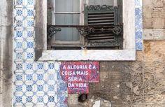 """""""A alegria é a coisa mais séria da vida"""" - Almada Negreiros Rua Eduardo Coelho Lisboa  É com esta intervenção que vos dou a conhecer que o projecto recebeu uma Menção Honrosa nos """"Prémios SOS Azulejo na categoria de Arte Urbana #preenchervazios  #azulejos #azulejo #tiles #arttiles #instazulejos #instatile  #p3 #art #artintervention #azulejosdeportugal #peoplecreatives #p3top #igersportugal #arteemfoco #tileaddiction #streetart #street  #architecture  #peoplecreatives #dailycapture #oh_mag…"""