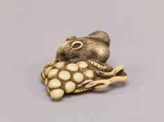 Squirrel with grapes, ivory with inlaid eyes,19th-20th century. Tokyo National Museum E0026497 葡萄栗鼠牙彫根付 - 東京国立博物館 画像検索