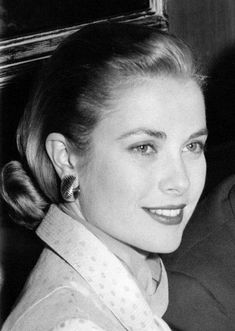 Kelly - -Grace Kelly - - Photo: Maria Schell : — Grace Kelly, Rear Window premiere Perfection Grace Kelly with Prince Rainier Ingrid Princess Grace: Heaven is in your eyes Metal Print: Grace Kelly : Jessica Biel Hollywood actress Hollywood Icons, Hollywood Glamour, Classic Hollywood, Old Hollywood Actresses, Classic Actresses, Beautiful Actresses, Monaco, Grace Kelly Style, Kate Grace