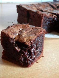 C'était bon mais pas le meilleur Brownie. Et puis que faire des 3 blancs d'oeufs qui restent? :)