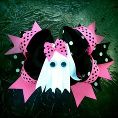 Items similar to Ghost bow, Pink Ghost bow , Halloween bow Halloween headband on Etsy Halloween Hair Clips, Halloween Ribbon, Halloween Headband, Ribbon Hair Bows, Diy Hair Bows, Bow Hair Clips, Diy Ribbon, Halloween Food Crafts, Making Hair Bows