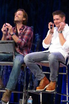 Jared and Jensen being adorables ♥◡♥ #MinnCon 2015 credits by Amy Christine on Flickr / @treadinglifeon twitter #Minncon2015 || Jensen Ackles || Jared Padalecki
