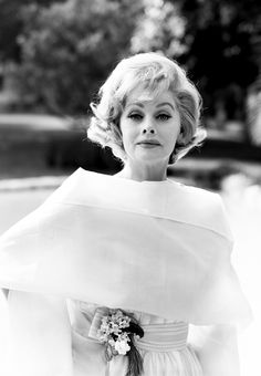 Lucille Ball Vintage Photos - 32 Rare Photos of Lucille Ball Posing in an all-white outfit for a portrait in Los Angeles. Vintage Hollywood, Classic Hollywood, Hollywood Icons, Hollywood Glamour, Hollywood Couples, Hollywood Star, Hollywood Actresses, Rare Photos, Vintage Photos