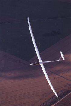 h (eta) Aircraft (glider). Design bureau: Flugtechnik & Leichtbau Under direction of: Dr. Reiner Kickert Airfoils designed by Dr. K.-H. Horstmann and Claas-Hinrik Rohardt at the Institute of Design Aerodynamics. Photos by: Gerhard Marzinzik