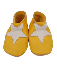 Leather yellow star baby shoe