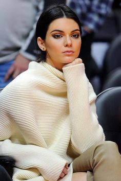 Kendall Jenner look | Chic textured off white sweater