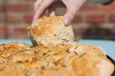 Leckere Kräuterbrötchen in Gusspfanne tastesheriff.com #ichbacksmir