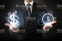 Empresário com conceito de tempo é dinheiro foto royalty-free