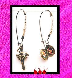 """""""Danseuse et Amoureuse"""" Boucles d'oreilles asymétriques métal couleur bronze (n°150) : Boucles d'oreille par les-arroumigues"""