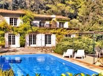 Nice site with stunning villas for rent