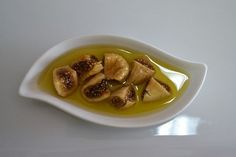 İnciri zeytinyağında bekletip yerseniz bunlar oluyor The benefits of fig and olive oil for human health are indisputable. When you consume these two healthy foods together as a cure, you may see miracle benefits. Nutrition Drinks, Health Diet, Health And Nutrition, Healthy Drinks, Healthy Recipes, Cranberry Vitamins, Olives, Figs Benefits, Daily Vitamins