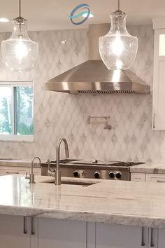 Backsplash Kitchen White Cabinets, Backsplash For White Cabinets, Glass Tile Backsplash, Backsplashes With White Cabinets, Mosaic Kitchen Backsplash, Backsplash Ideas, White Farmhouse Kitchens, All White Kitchen, Modern Farmhouse