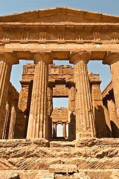 Tempio della Concordia - Valley of the Temples (UNESCO World Heritage Site), Agrigento, Sicily, Italy  #VacationsinItaly
