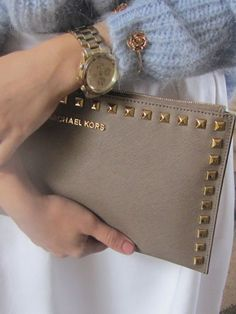We can spot a Michael Kors clutch from a mile off. Those golden studs are set perfectly against the chic tan shade. Want! #streetstyle #LFW