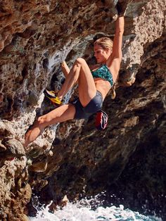 Our girls' rock climbing gear wheel is comprised of methodically developed mountain climbing pants, tops, pants and leggings. Rock Climbing Training, Rock Climbing Workout, Rock Climbing Gear, Climbing Outfits, Climbing Girl, Climbing Pants, Cute Hiking Outfit, Summer Hiking Outfit, Parkour