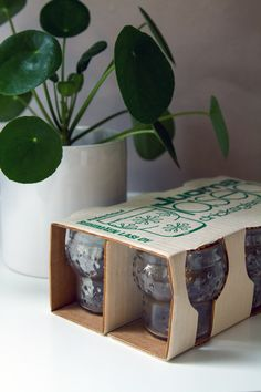Lumihiutale juomalaseja Old Ads, Nostalgia, Decorative Boxes, Ceramics, Retro, Tableware, Times, History, Home Decor
