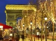 I love Paris, cafes, fairylights and old fashioned street lamps... This picture just about covers it all!