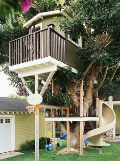 Every dream house has a tree house! I love how it is all in one space- the tree house, slide and swings - so only one spot to supervise! best tree house ever Cubby Houses, Play Houses, Tree House Designs, Backyard For Kids, Backyard Ideas, Backyard Projects, Outdoor Ideas, Landscaping Ideas, Backyard Landscaping