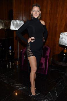 Blake Lively anda arrasando no look grávida, né? Aqui está ela com pretinho básico e muito sexy.