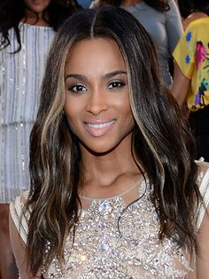 2013 VMAs Hairstyles: Best Celebrity Looks - The 2013 edition of the MTV Video Music Awards brought many interesting choices hairstyle-wise. See who managed to become the center of attention!