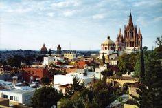 SAN MIGUEL DE ALLENDE, MEXICO - attracting American expats since 1940's