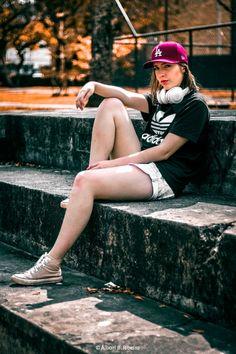 Fotografias produzidas para portfólio pessoal da Modelo Pyetra Nascimento. Usamos um estilo Streetstyle para retratar looks do cotidiano na vida urbana em diversos locais de Curitiba.