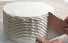 Circled Ridges Frosting Design - How To Cooking Tips - RecipeTips.com