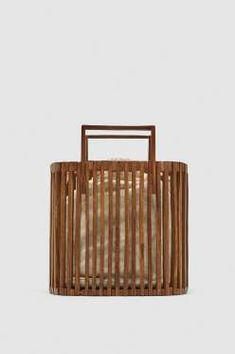 Bolso rígido de madera, de Zara