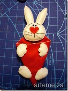 artemelza - coelho de páscoa Felt Diy, Felt Crafts, Easter Crafts, Diy And Crafts, Arts And Crafts, Sewing Crafts, Sewing Projects, Projects To Try, Felt Patterns