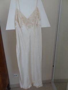 Je viens de mettre en vente cet article  : Chemise de nuit La Perla 350,00 € http://www.videdressing.com/chemises-de-nuit/la-perla/p-5986065.html?utm_source=pinterest&utm_medium=pinterest_share&utm_campaign=FR_Femme_V%C3%AAtements_V%C3%AAtements+de+nuit_5986065_pinterest_share