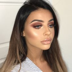 Chlo Money 💰 \\ Bday girl ready for her night out. Warm winged glitter glam with bronze skin to die for and a browny nude pout 👏🏻 \\ love…